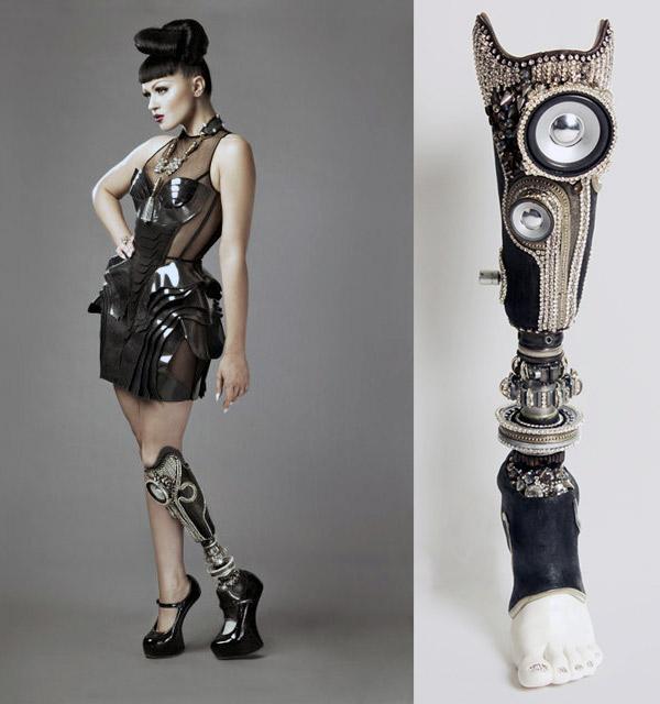 Това също е на Alternative Limb Project. Протеза с вградени колонки :)